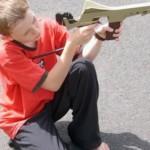 Jucarii sub forma armelor - cum ii afecteaza pe cei mici?