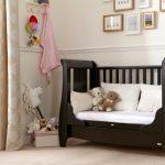 Patutul pentru bebe - pliabil sau din lemn?
