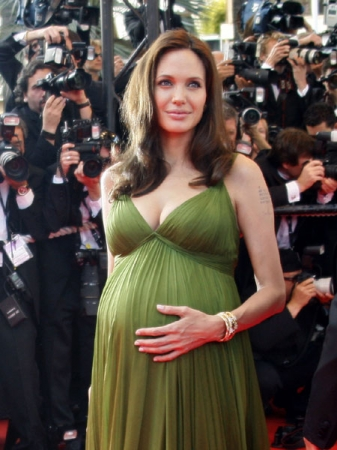 pregnant_celebrities_and_their_food_cravings_angelina_jolie_600x450