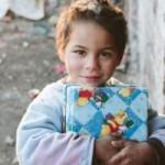 Contribuie si tu la ShoeBox – Un proiect minunat prin care se impart daruri copiilor sarmani de Craciun