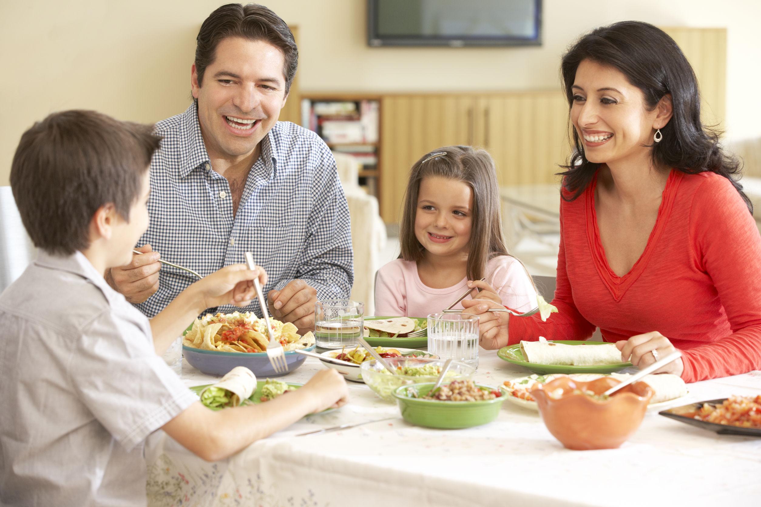 Cu cine ti-ai dori cel mai mult sa iei cina ?