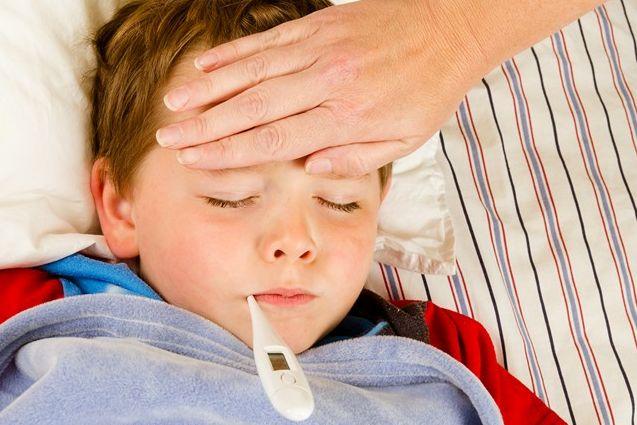 3 metode prin care poti sa scazi febra la copii fara medicamente