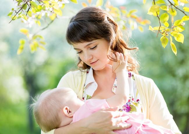 3 mituri privind alaptarea prelungita a bebelusului