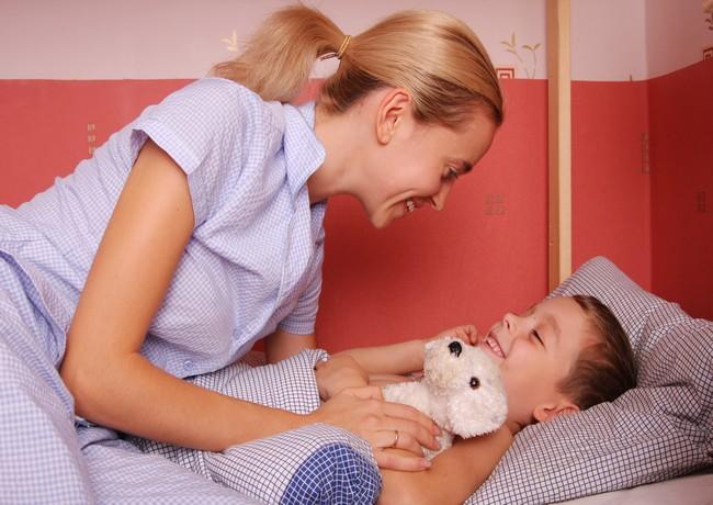 5 lucruri importante pe care sa i le spui copilului inainte de somn
